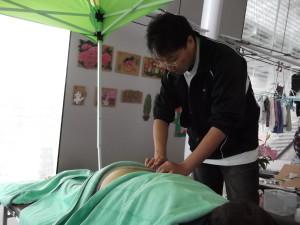 鍼灸ボランティア治療の写真